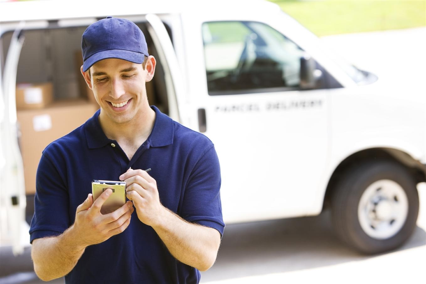 Understanding about the important features of parcel delivery services